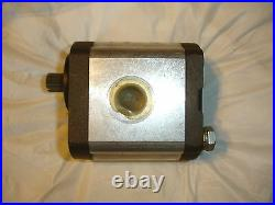 AT125498 John Deere Deer Rotary Hydraulic Transmission Charge Pump 690D AT112725