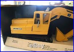 Ertl John Deere Excavator 1/16 Scale Die Cast Metal New Vintage